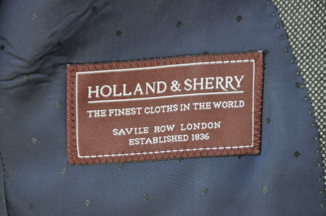 DSC04871 お客様のスーツの紹介-HOLLAND&SHERRY グレーバーズアイスリーピース-