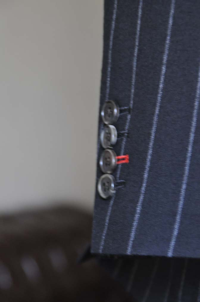 DSC0489-1 お客様のスーツの紹介- 御幸毛織 NAPOLENA(ナポレナ) フランネルブラックストライプ スリーピース-
