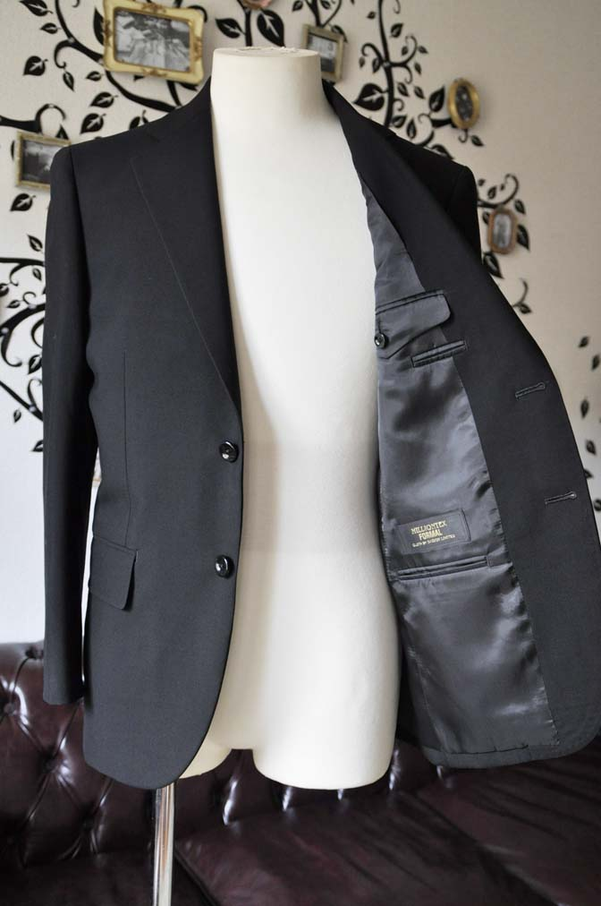 DSC0495-2 お客様のスーツの紹介-無地ブラックスーツ-