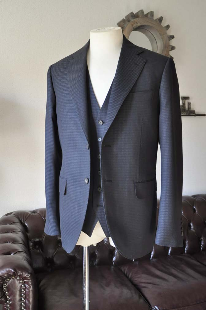 DSC0499-2 お客様のスーツの紹介- CARLO BARBERAネイビーグレーチェック スリーピース-
