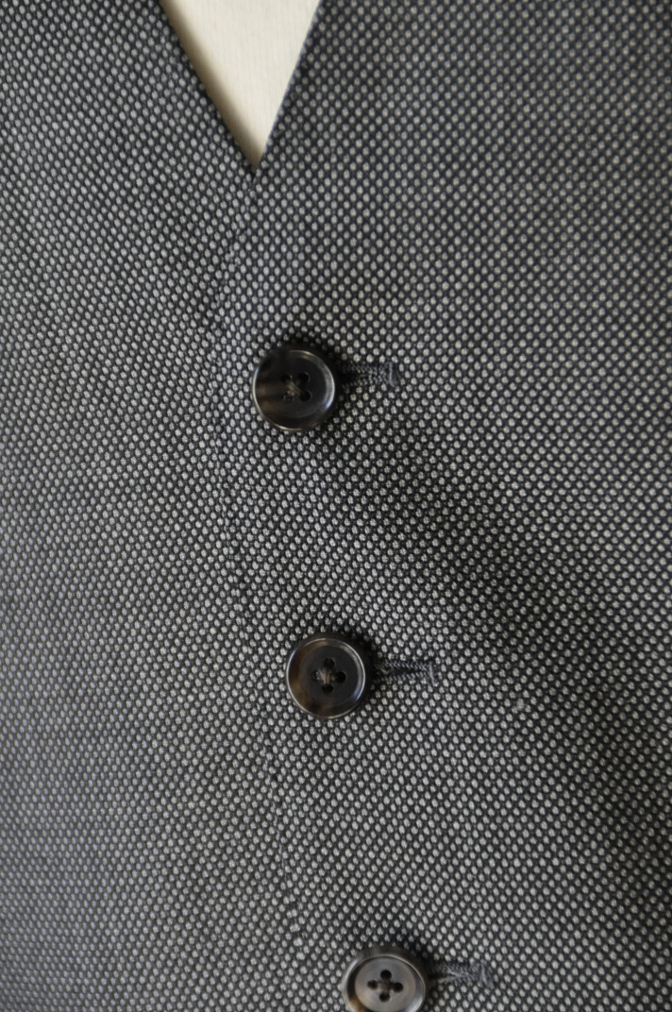 DSC0499 お客様のスーツの紹介-HOLLAND&SHERRY グレーバーズアイスリーピース-