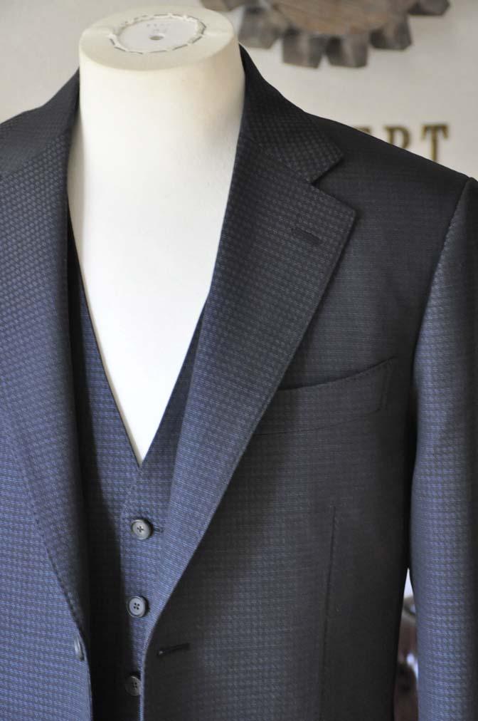 DSC0501-2 お客様のスーツの紹介- CARLO BARBERAネイビーグレーチェック スリーピース-