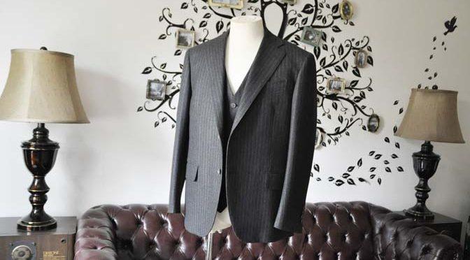 お客様のスーツの紹介-DORMEUIL British Collectionグレーフランネルスリーピース-