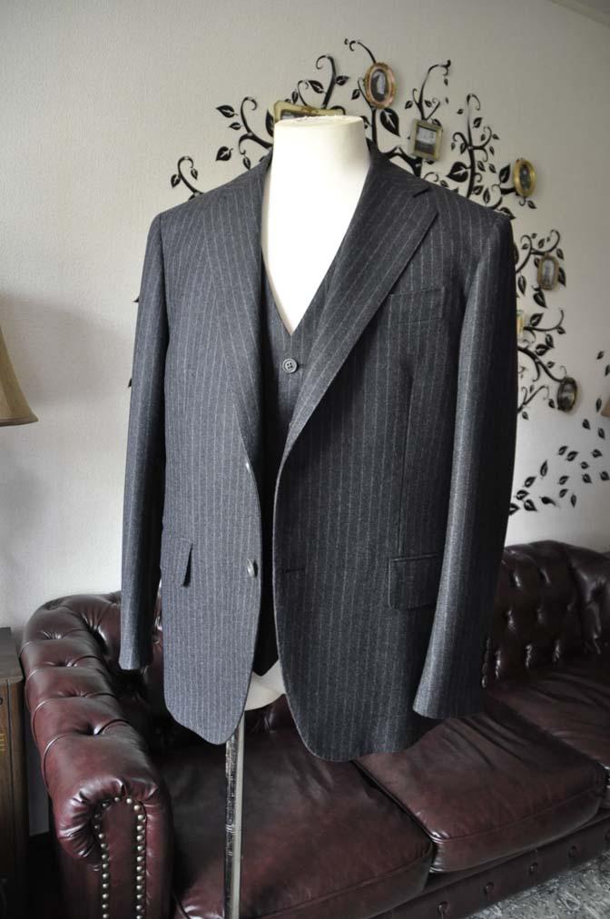 DSC0514-3 お客様のスーツの紹介-DORMEUIL British Collectionグレーフランネルスリーピース-