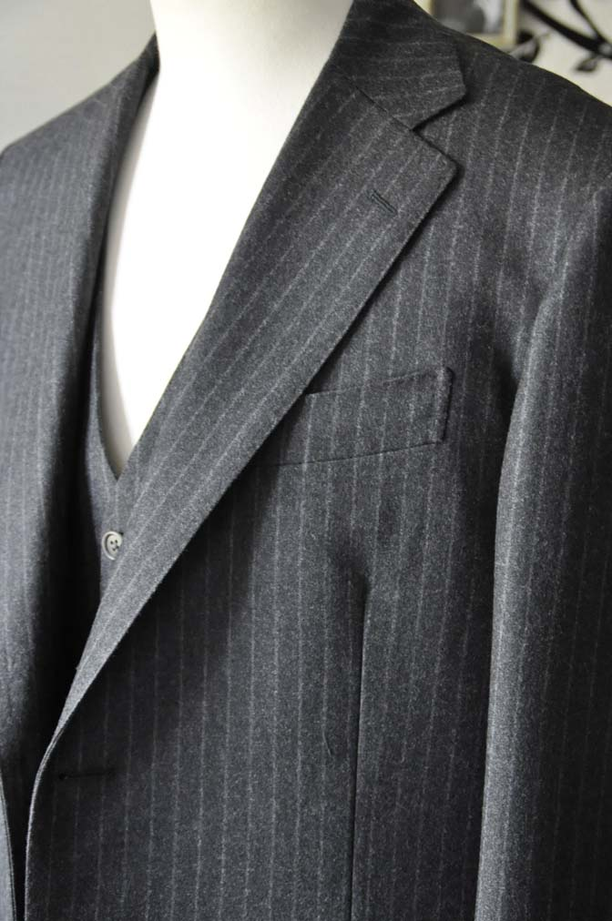 DSC0517-4 お客様のスーツの紹介-DORMEUIL British Collectionグレーフランネルスリーピース-
