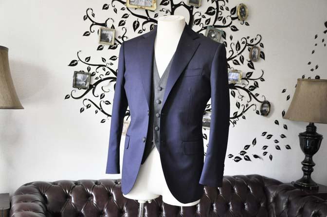 DSC0528-4 お客様のウエディング衣装の紹介- Biellesiネイビースーツ グレーバーズアイベスト-