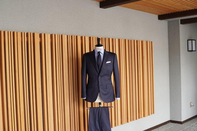 DSC05312-1 オーダースーツの紹介-REDA無地ネイビー スーツ-