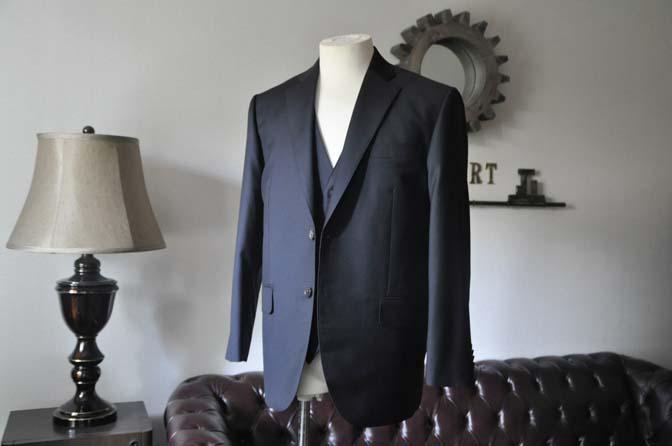 DSC0533-3 お客様のスーツの紹介- CANONICO 無地ネイビースリーピース-