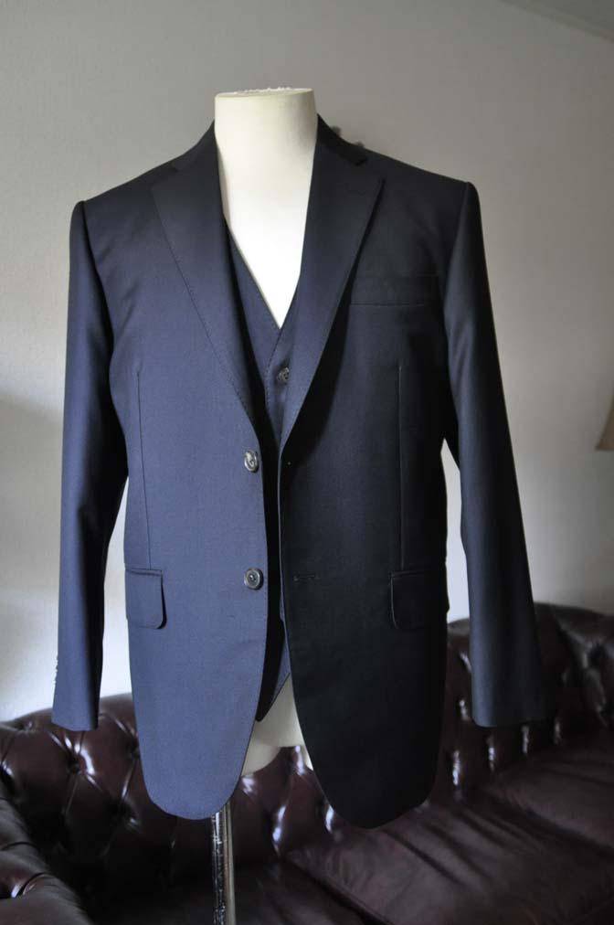 DSC0534-2 お客様のスーツの紹介- CANONICO 無地ネイビースリーピース-