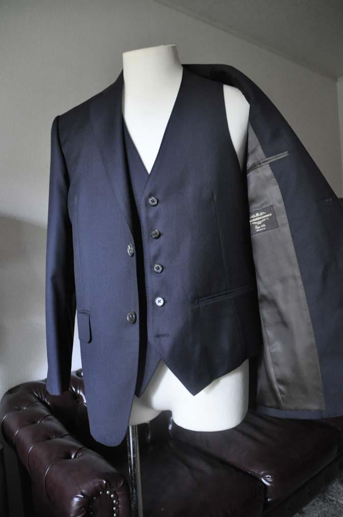 DSC0536-3 お客様のスーツの紹介- CANONICO 無地ネイビースリーピース-