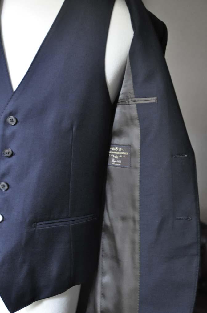 DSC0538-1 お客様のスーツの紹介- CANONICO 無地ネイビースリーピース-