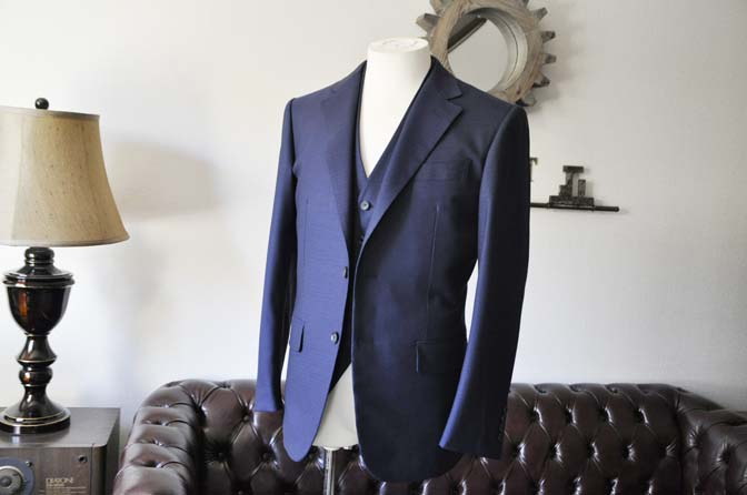 DSC0540-2 お客様のスーツの紹介-ネイビーチェックスリーピース-
