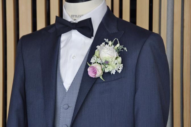 DSC0557-9 オーダータキシード(新郎衣装)の紹介-Biellesi無地ネイビーグレースーツ ブルー千鳥格子ベスト-