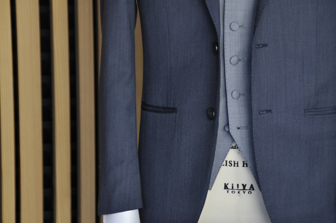 DSC0559-4 オーダータキシード(新郎衣装)の紹介-Biellesi無地ネイビーグレースーツ ブルー千鳥格子ベスト-