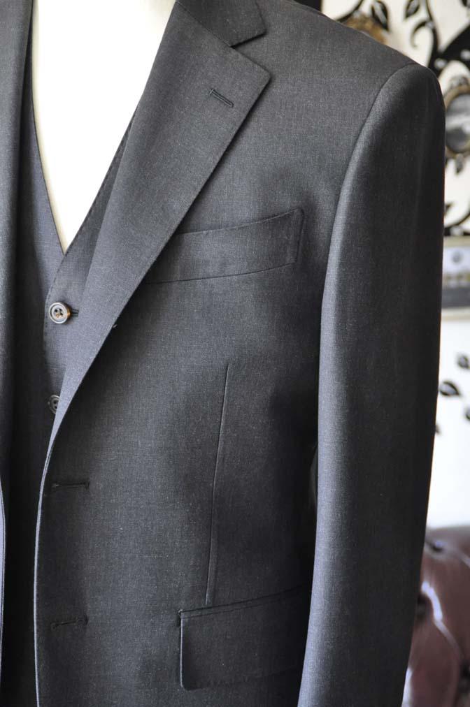 DSC0567-4 お客様のスーツの紹介-Biellesi無地チャコールグレースリーピース- 名古屋の完全予約制オーダースーツ専門店DEFFERT