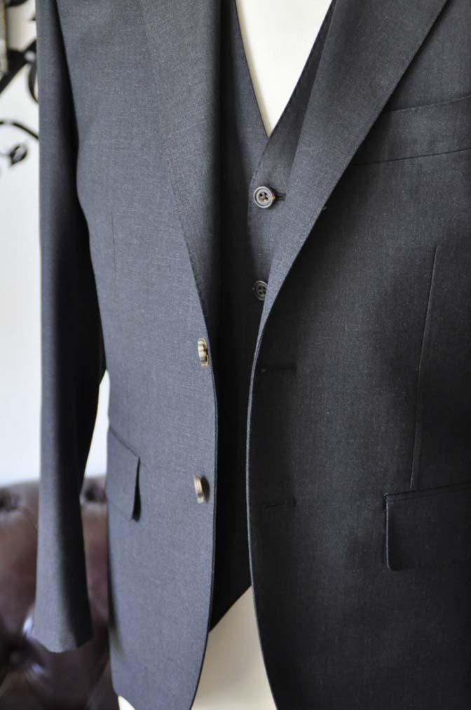 DSC0568-5 お客様のスーツの紹介-Biellesi無地チャコールグレースリーピース- 名古屋の完全予約制オーダースーツ専門店DEFFERT