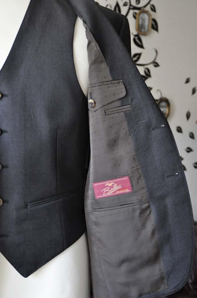 DSC0573-6 お客様のスーツの紹介-Biellesi無地チャコールグレースリーピース- 名古屋の完全予約制オーダースーツ専門店DEFFERT