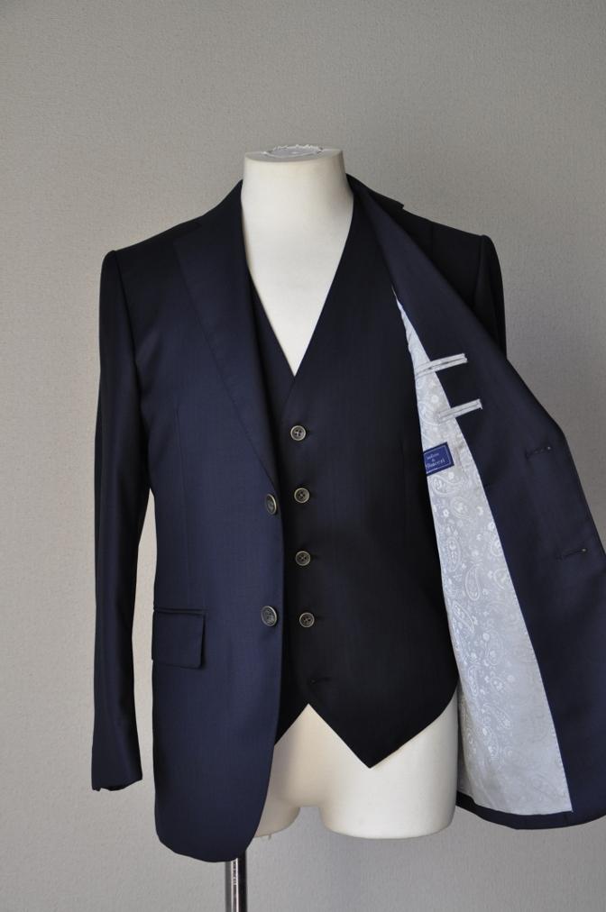 DSC05772 お客様のスーツの紹介-Pianceri 無地ネイビー スリーピース- 名古屋の完全予約制オーダースーツ専門店DEFFERT
