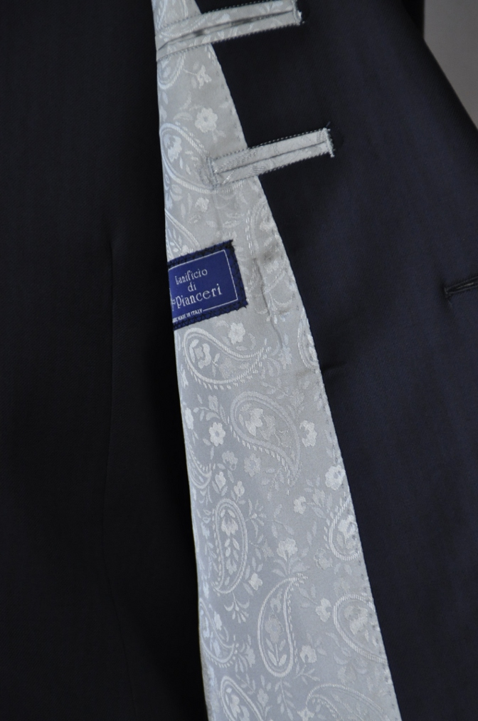 DSC05781 お客様のスーツの紹介-Pianceri 無地ネイビー スリーピース-