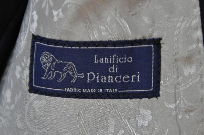 DSC05792 お客様のスーツの紹介-Pianceri 無地ネイビー スリーピース-