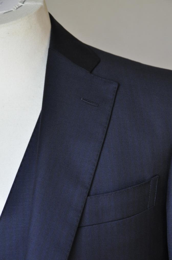 DSC05812 お客様のスーツの紹介-Pianceri 無地ネイビー スリーピース-