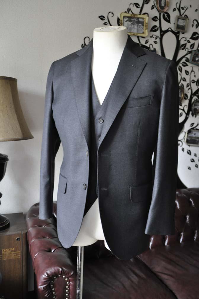 DSC0584-3 お客様のスーツの紹介-DORMEUIL AMADEUS ACTION無地グレースリーピース- 名古屋の完全予約制オーダースーツ専門店DEFFERT