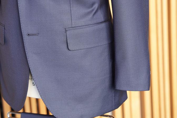 DSC05851-1 オーダースーツの紹介-CANONICO無地ネイビー スーツ-