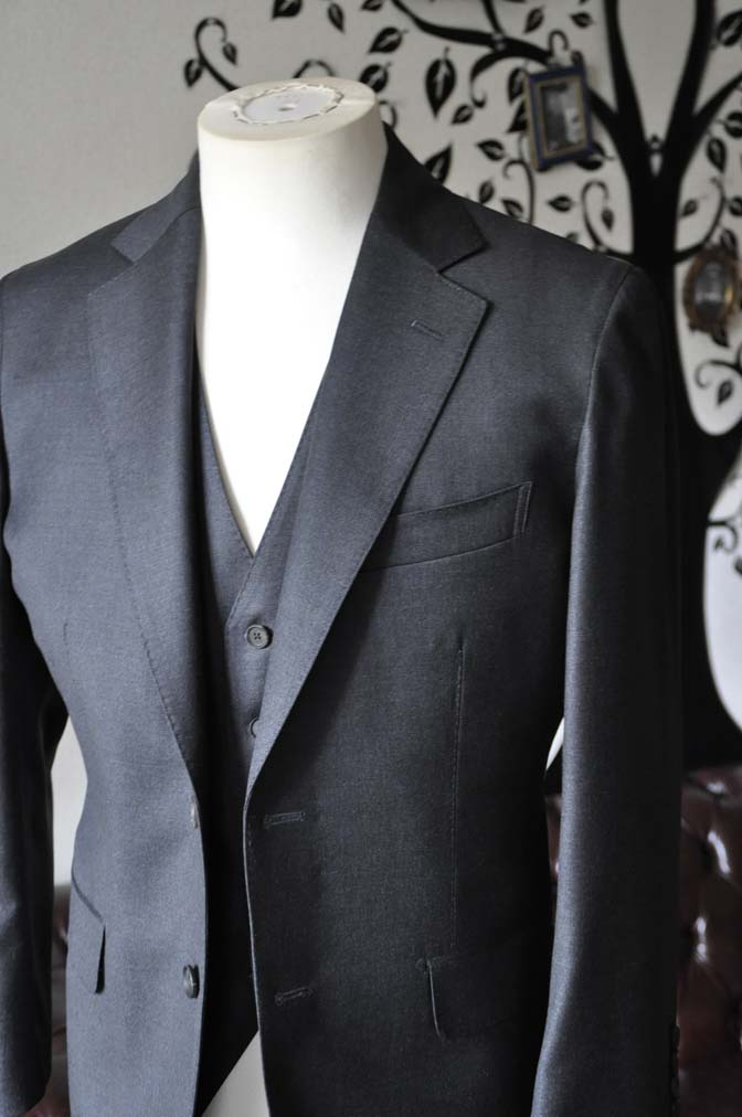 DSC0586-4 お客様のスーツの紹介-DORMEUIL AMADEUS ACTION無地グレースリーピース- 名古屋の完全予約制オーダースーツ専門店DEFFERT