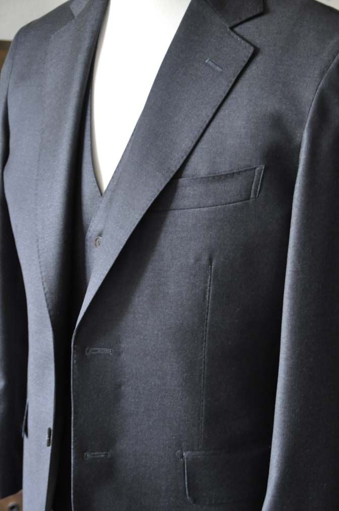 DSC0587-2 お客様のスーツの紹介-DORMEUIL AMADEUS ACTION無地グレースリーピース- 名古屋の完全予約制オーダースーツ専門店DEFFERT