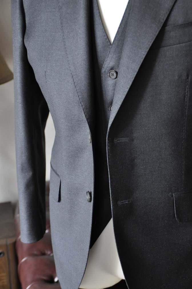 DSC0589-3 お客様のスーツの紹介-DORMEUIL AMADEUS ACTION無地グレースリーピース- 名古屋の完全予約制オーダースーツ専門店DEFFERT