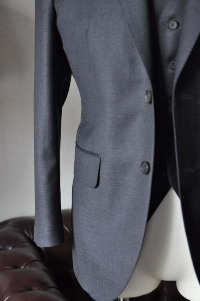 DSC0590-3 お客様のスーツの紹介-DORMEUIL AMADEUS ACTION無地グレースリーピース- 名古屋の完全予約制オーダースーツ専門店DEFFERT