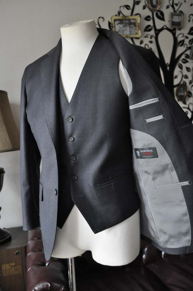 DSC0592-4 お客様のスーツの紹介-DORMEUIL AMADEUS ACTION無地グレースリーピース- 名古屋の完全予約制オーダースーツ専門店DEFFERT