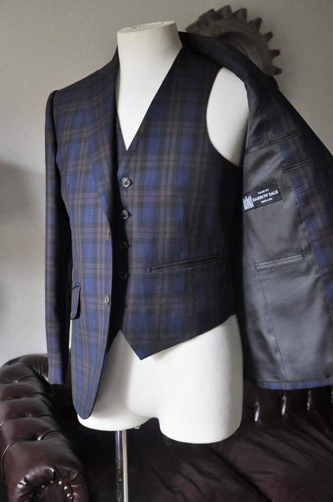 DSC0598-2 お客様のウエディング衣装の紹介- DARROWDALEネイビーチェック スリーピース-DSC0598-2 お客様のウエディング衣装の紹介- DARROWDALEネイビーチェック スリーピース- 名古屋市のオーダータキシードはSTAIRSへ