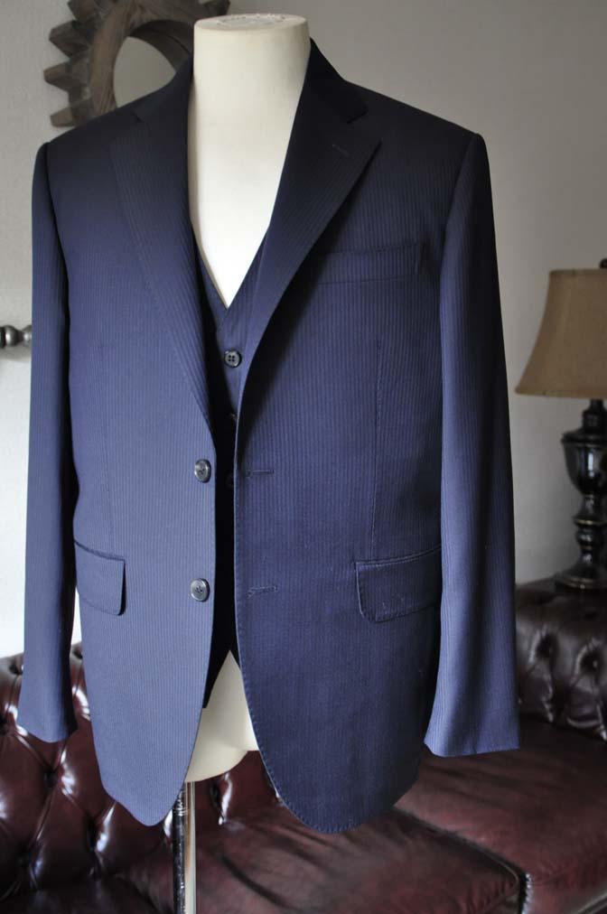 DSC0610-1 お客様のスーツの紹介- Biellesi ネイビーヘリンボーン スリーピース-