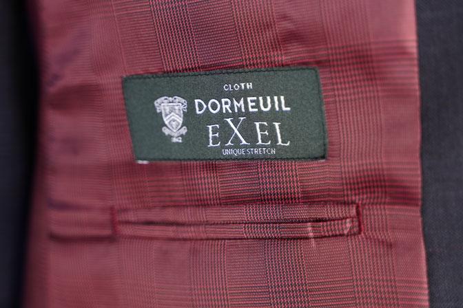 DSC06140 オーダースーツの紹介-DORMEUIL EXELネイビーチェック襟付きジレのスリーピーススーツ-