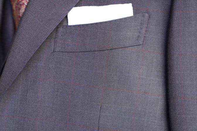 DSC06142 オーダースーツの紹介-DORMEUIL EXELネイビーチェック襟付きジレのスリーピーススーツ-