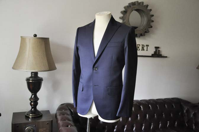 DSC0624-2 お客様のスーツの紹介- Biellesi 無地ネイビースーツ-