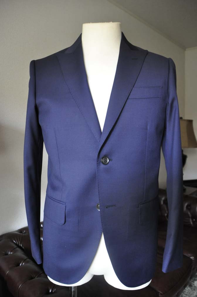 DSC0625-2 お客様のスーツの紹介- Biellesi 無地ネイビースーツ-