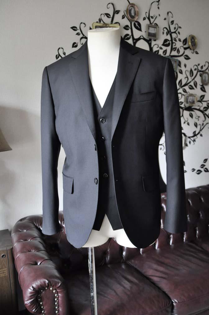 DSC0630-4 お客様のスーツの紹介-CANONICO 無地ブラック スリーピース-