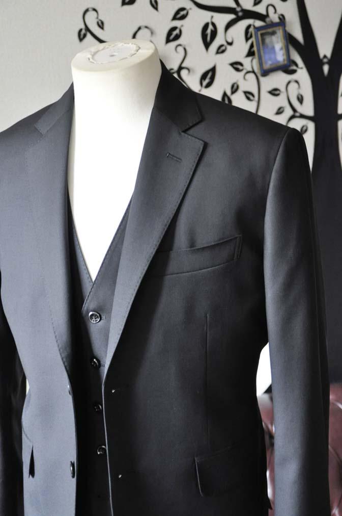 DSC0633-4 お客様のスーツの紹介-CANONICO 無地ブラック スリーピース-