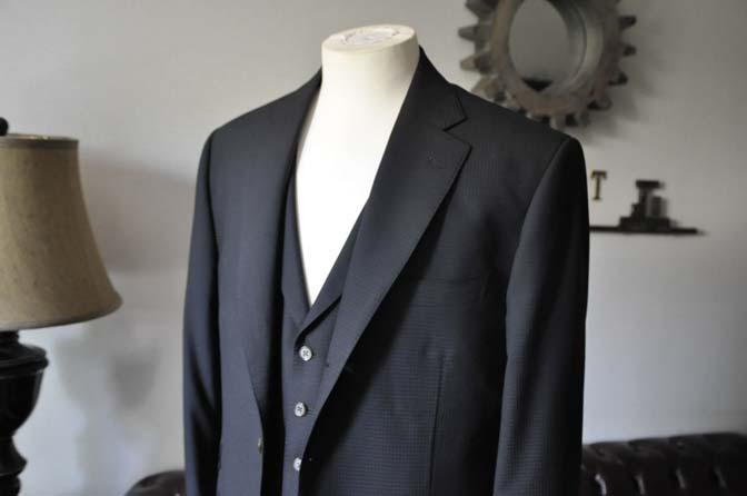 DSC0637-3 お客様のスーツの紹介- CANONICOブラックチェック スリーピース- 名古屋の完全予約制オーダースーツ専門店DEFFERT