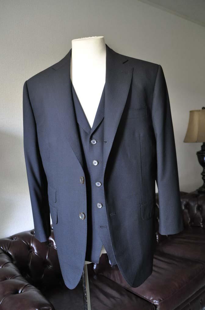 DSC0638 お客様のスーツの紹介- CANONICOブラックチェック スリーピース- 名古屋の完全予約制オーダースーツ専門店DEFFERT