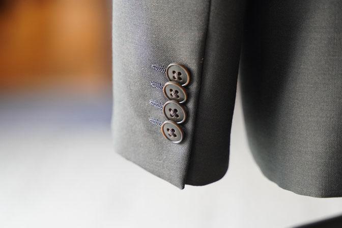 DSC06529 オーダースーツの紹介-LASSIERE MILLSモヘア混カーキ セットアップスーツ-