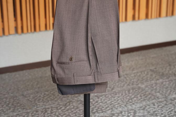 DSC06543 オーダースーツの紹介-Biellesiブラウンヘリンボーンスーツ-