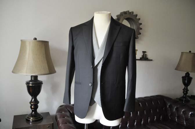 DSC0658-4 お客様のウエディング衣装の紹介-CANONICO ブラックスーツ 千鳥格子襟付きダブルベスト-