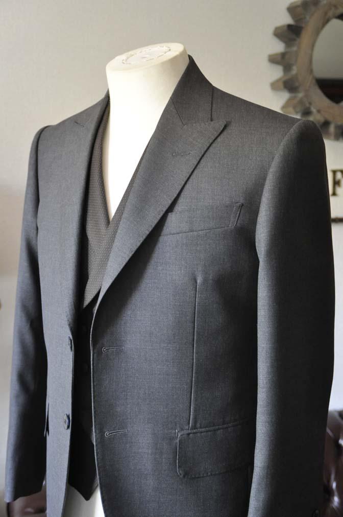 DSC0678-4 お客様のウエディング衣装の紹介-DARROWDALE グレースーツ ブラウンダブル襟付きベスト-