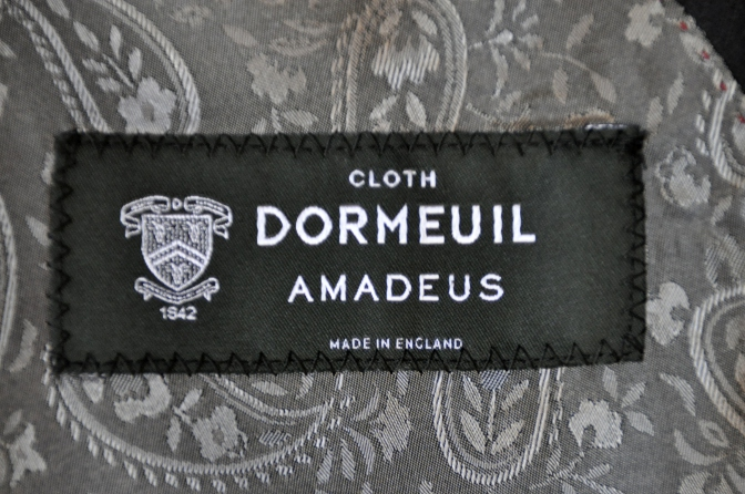 DSC06782 お客様のスーツの紹介-DORMEUIL AMADEUS ネイビースーツ-