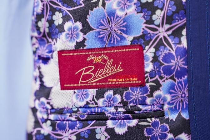 DSC06783 オーダースーツの紹介-Biellesi  ネイビーストライプスーツ-