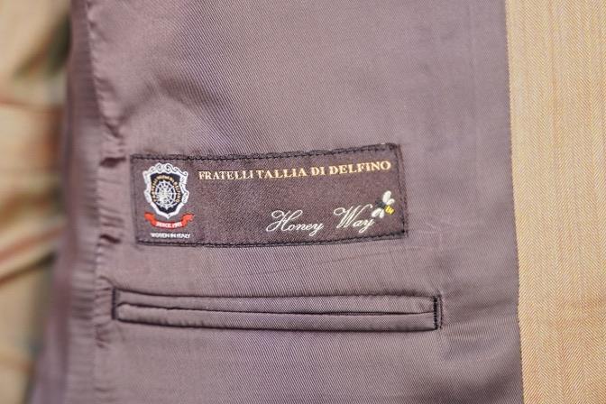 DSC06808 オーダースーツの紹介-Tallia di delfinoソラーロダブルジレのスリーピーススーツ-