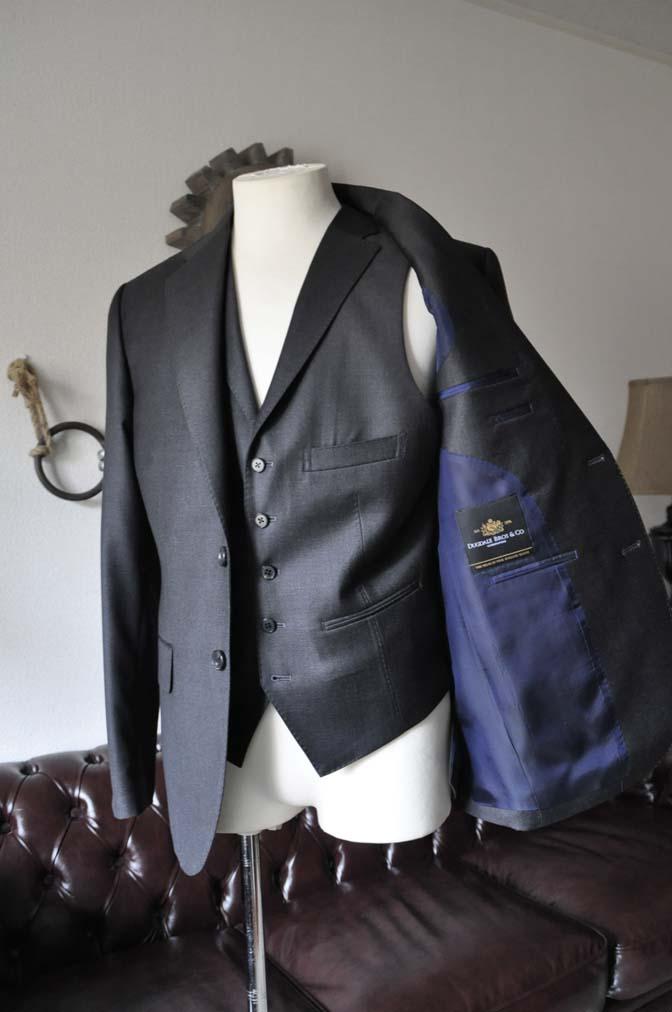 DSC0686-1 お客様のスーツの紹介- DUGDALE 無地チャコールグレー スリーピース-